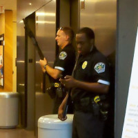 News_Austin_shooter_cops_elevator