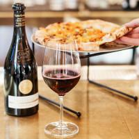 Sassetta pizza wine