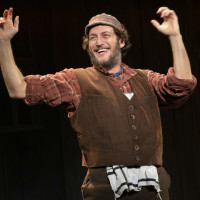 Yehezkel Lazaro in Fiddler on the Roof tour