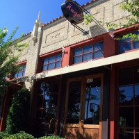 Places-Eat-Hugo's-exterior-1