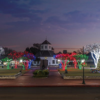 Fredericksburg holiday lights downtown square