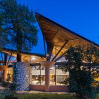 Retreat at Lick Creek Lodge in Spicewood