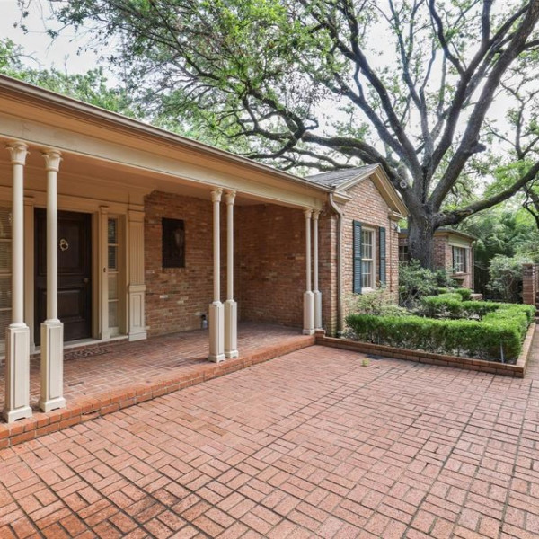 Tom Landry home for sale near Dallas' Preston Hollow is a nature oasis