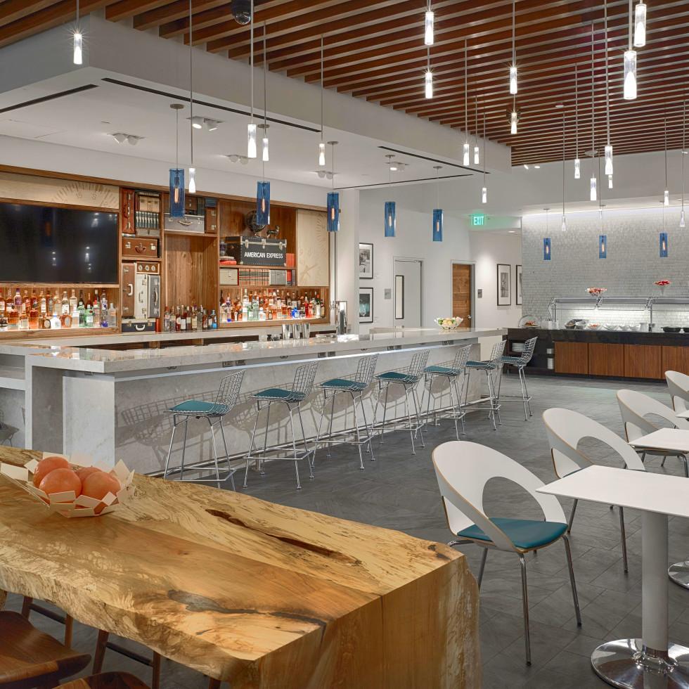 Centurion Lounge at IAH, 6/16 bar
