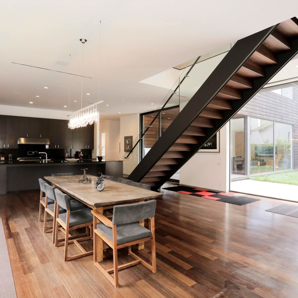 On the Market, 2115 Wroxton, dining