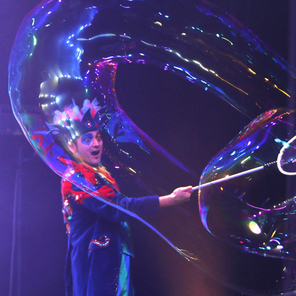 Society for the Performing Arts presents Underwater Bubble Show