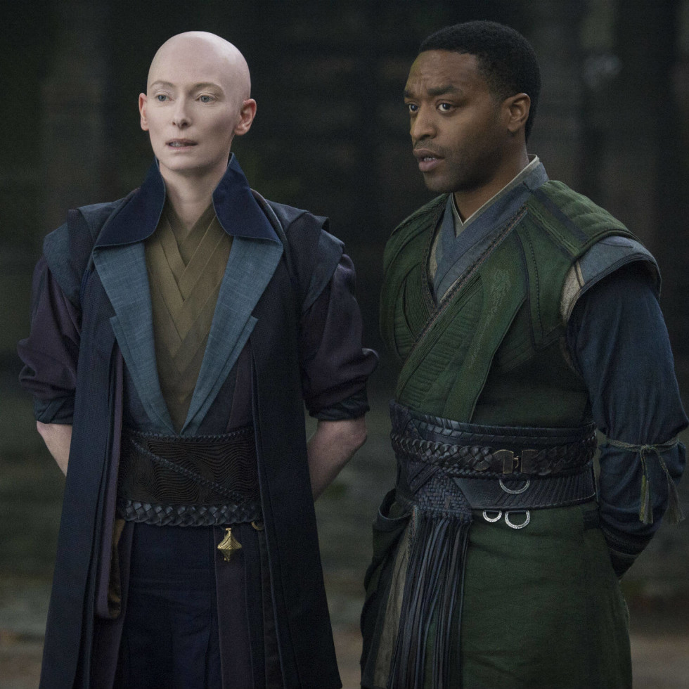 Tilda Swinton and Chiwetel Ejiofor in Doctor Strange
