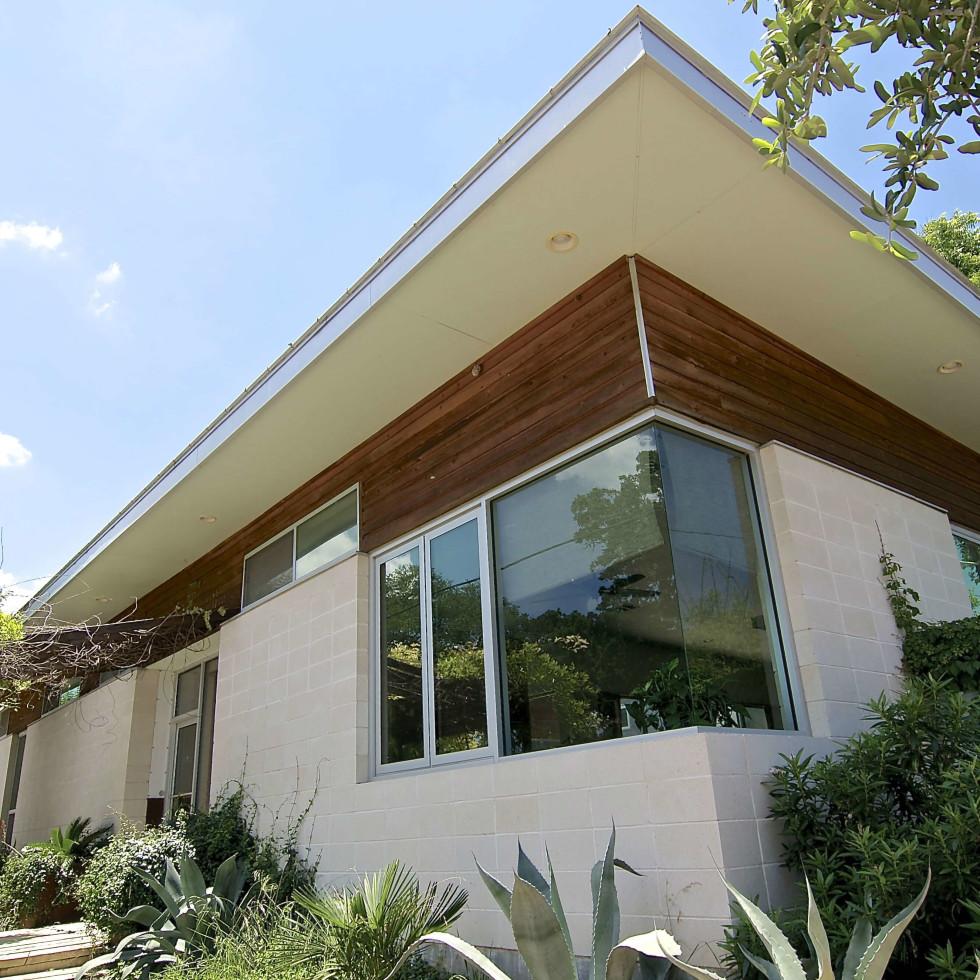Austin home house 1011 E. 15th St. 78702 2015 exterior 1