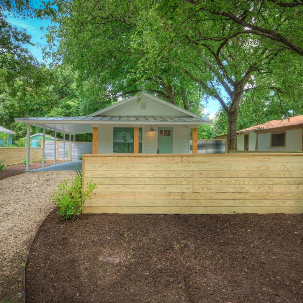 1122 Gunter St 78702 East Austin house front fence 2015