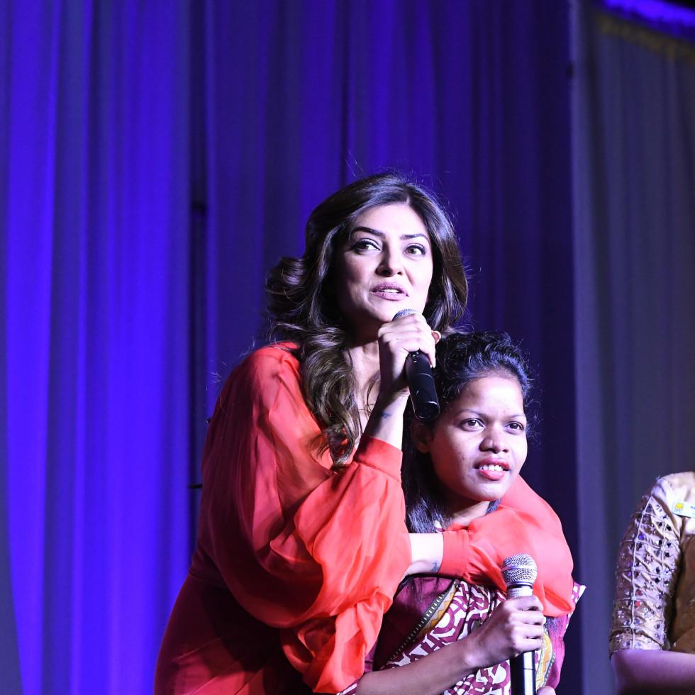 Pratham Gala, Sushmita Sen took over translating duties for Sanjana Das