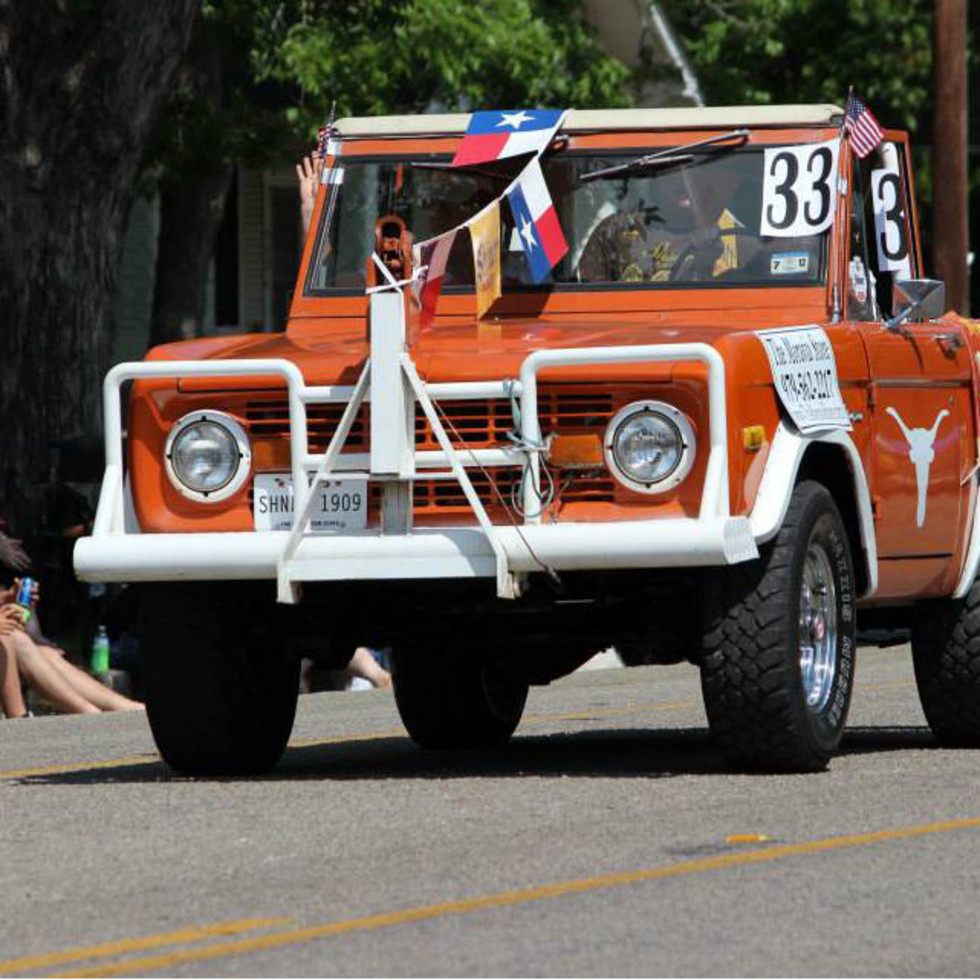UT Longhorn car in Shiner downtown parade