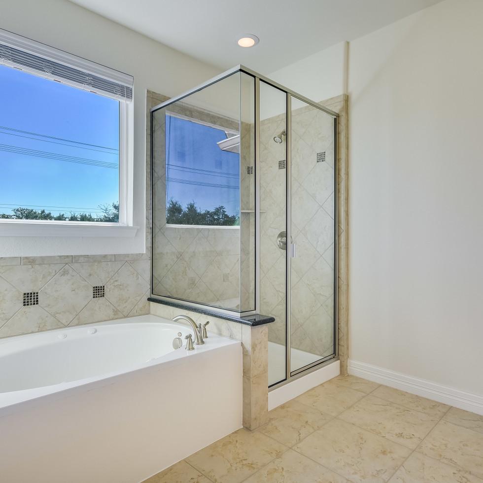12312 Terraza Austin townhouse for sale master bathroom