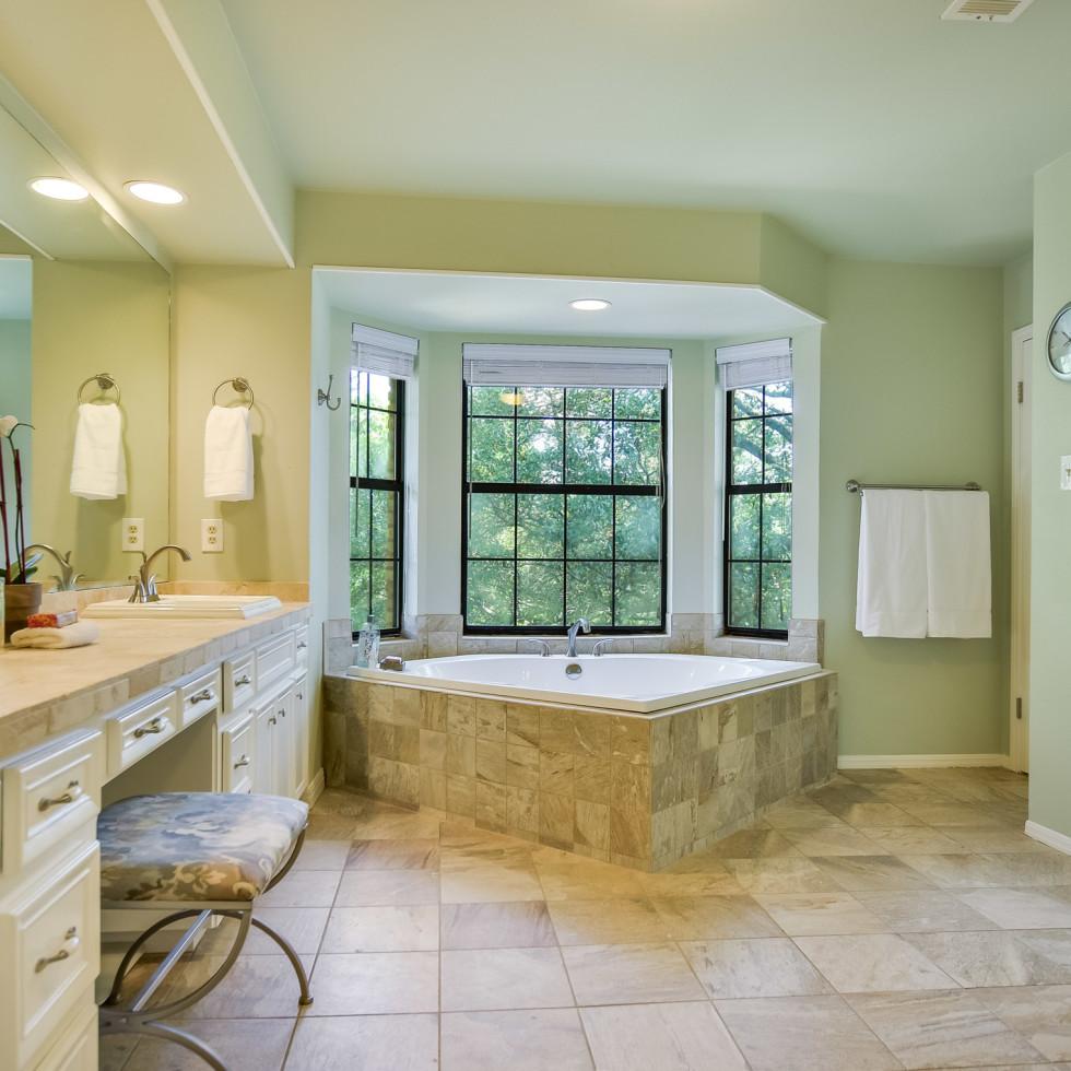 4407 Canyonside Austin home for sale bathroom