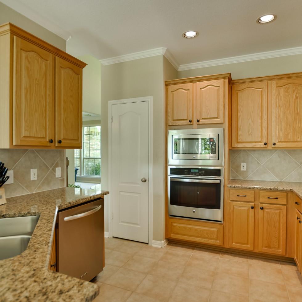 9013 Sautelle Austin house for sale kitchen