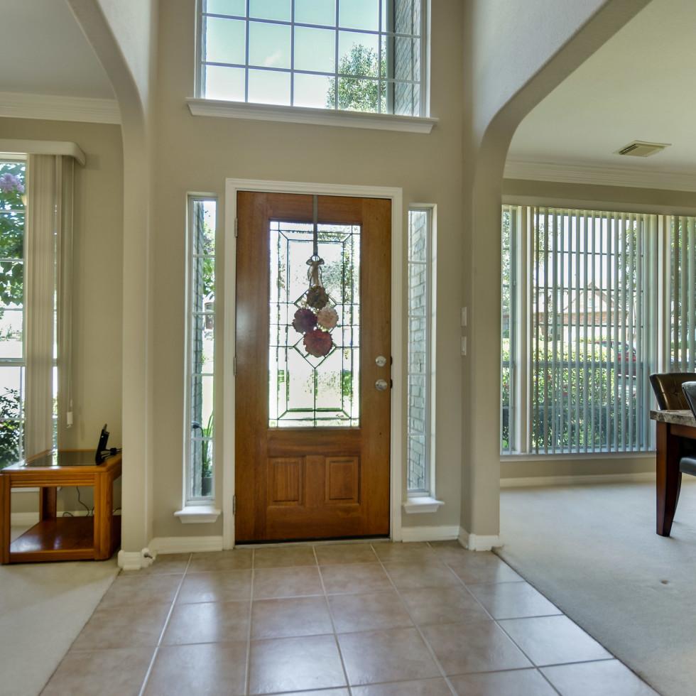 9013 Sautelle Austin house for sale foyer