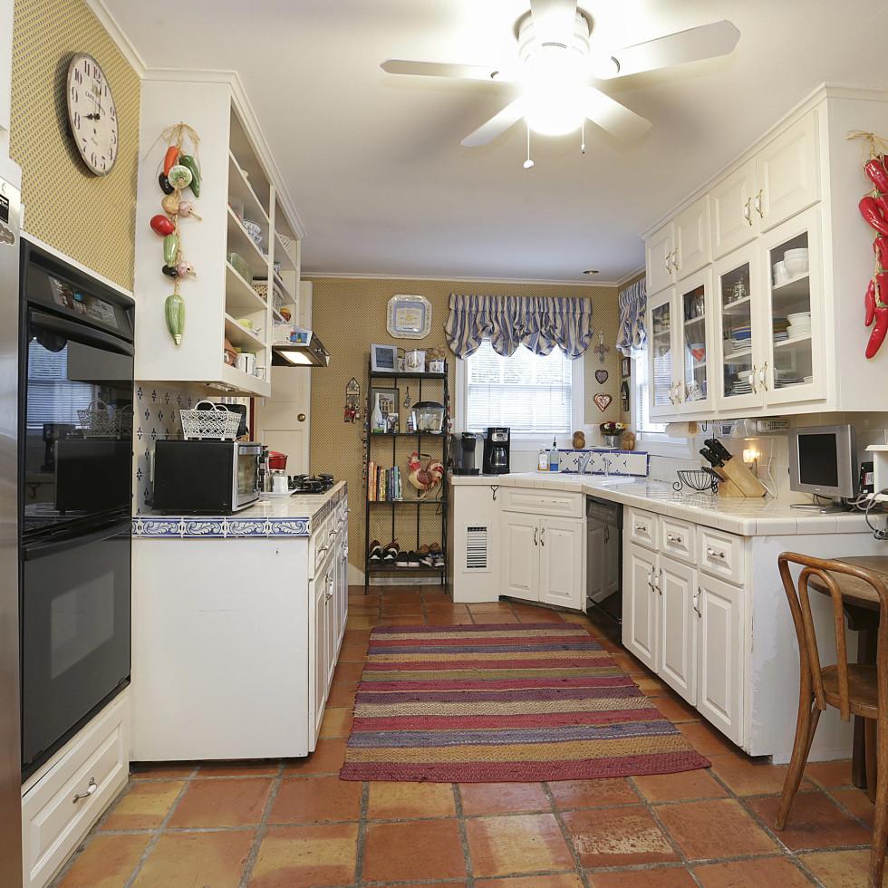 2424 Locke Lane in Houston house for sale kitchen