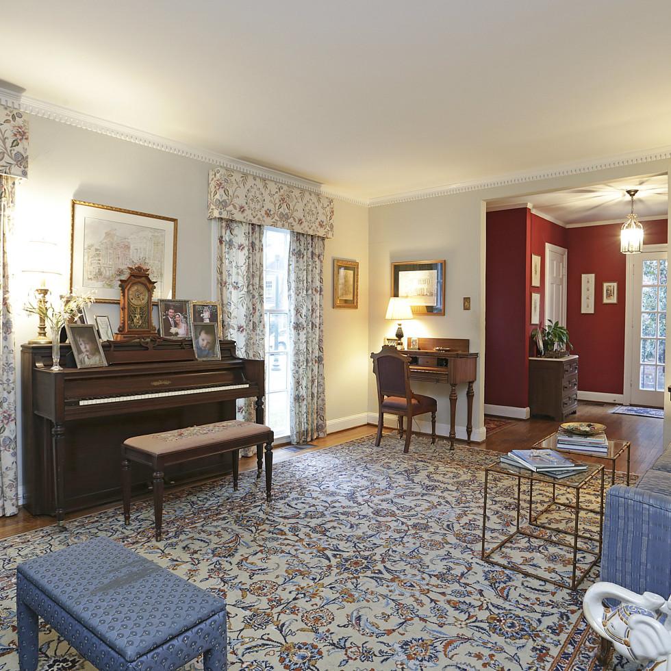 2424 Locke Lane in Houston house for sale living room