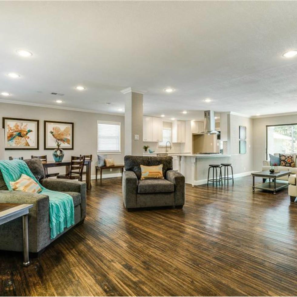 11229 Lanewood Cir Living Room