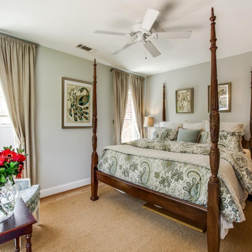 6932 Santa Monica Drive Dallas house for sale master bedroom