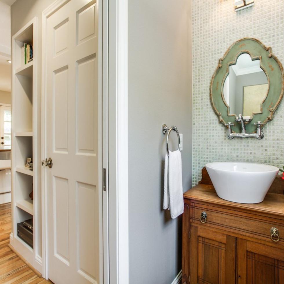 6932 Santa Monica Drive Dallas house for sale bathroom