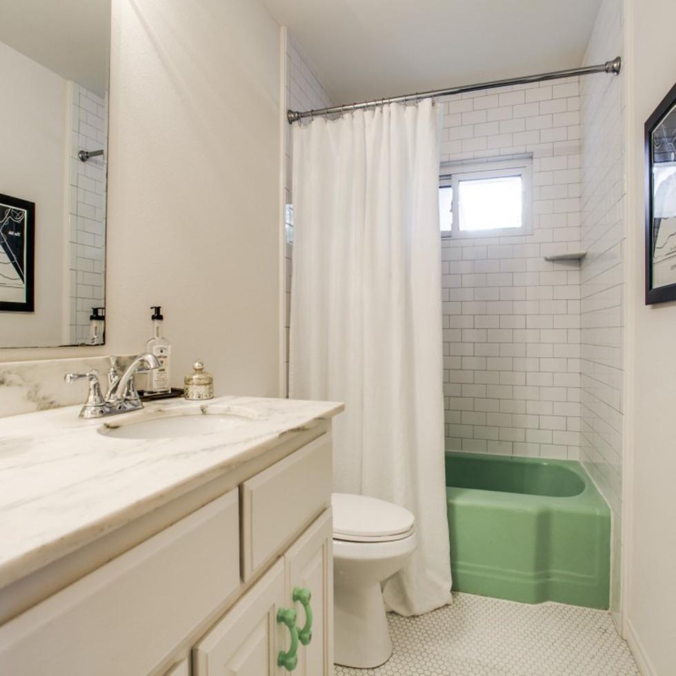 10145 Eastwood Dr. bathroom
