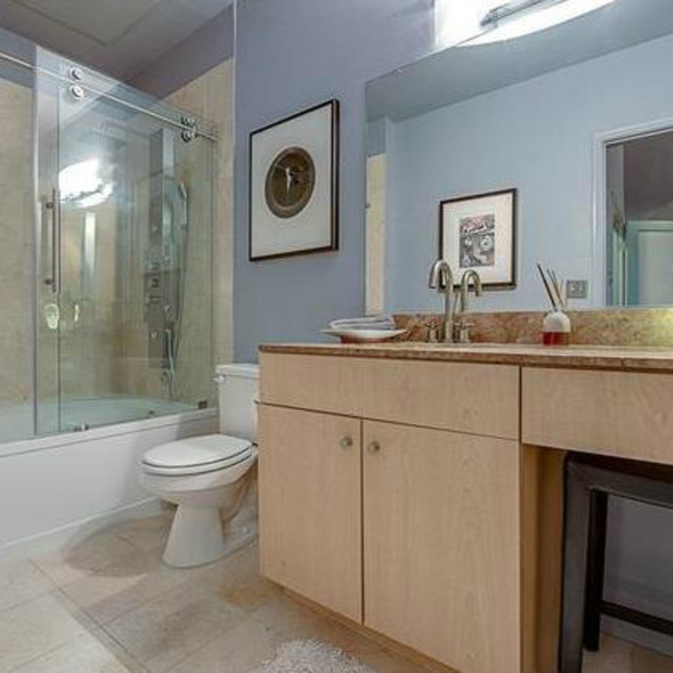 3225 Turtle Creek Blvd bathroom