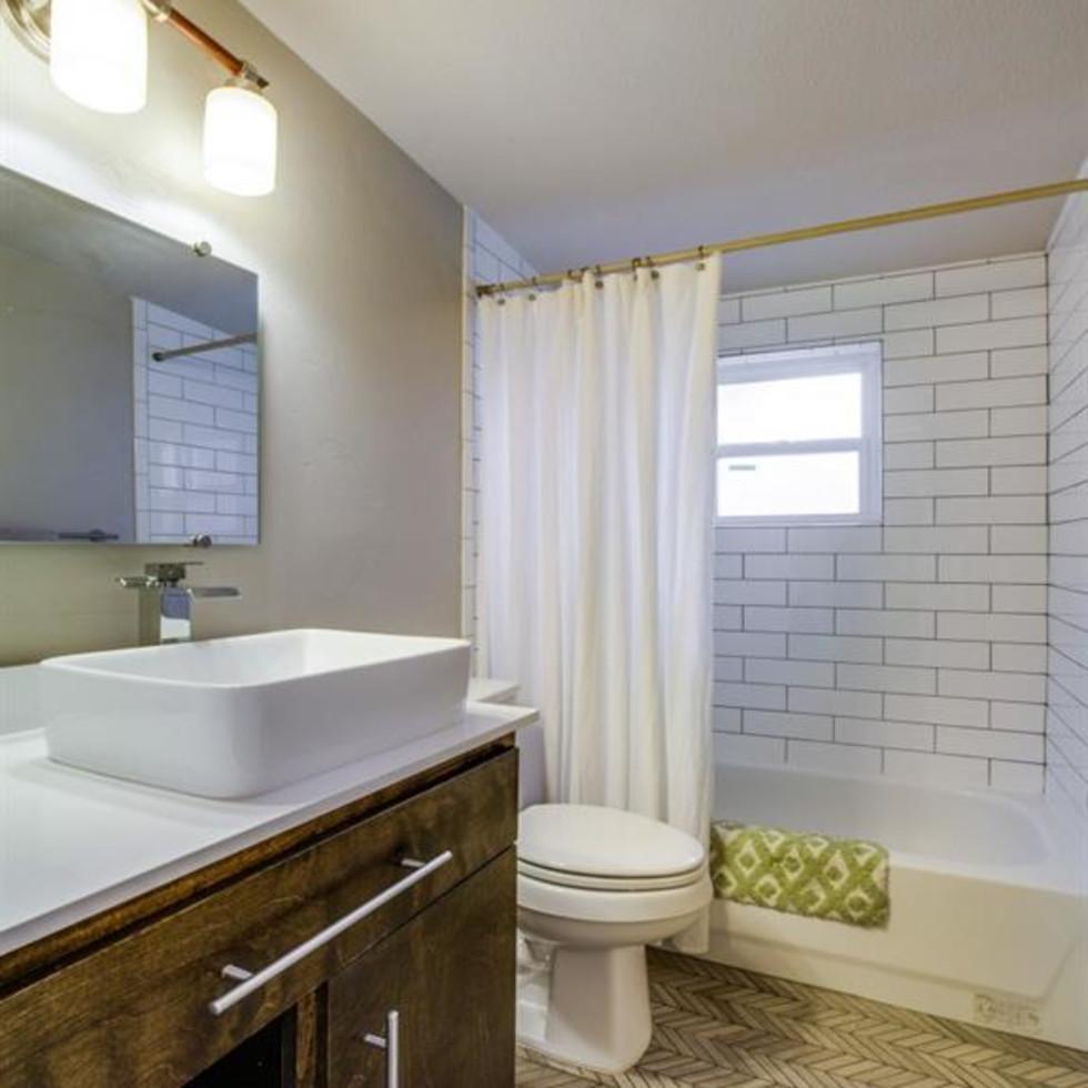 Dallas, home for sale, 936 peavy road, bathroom