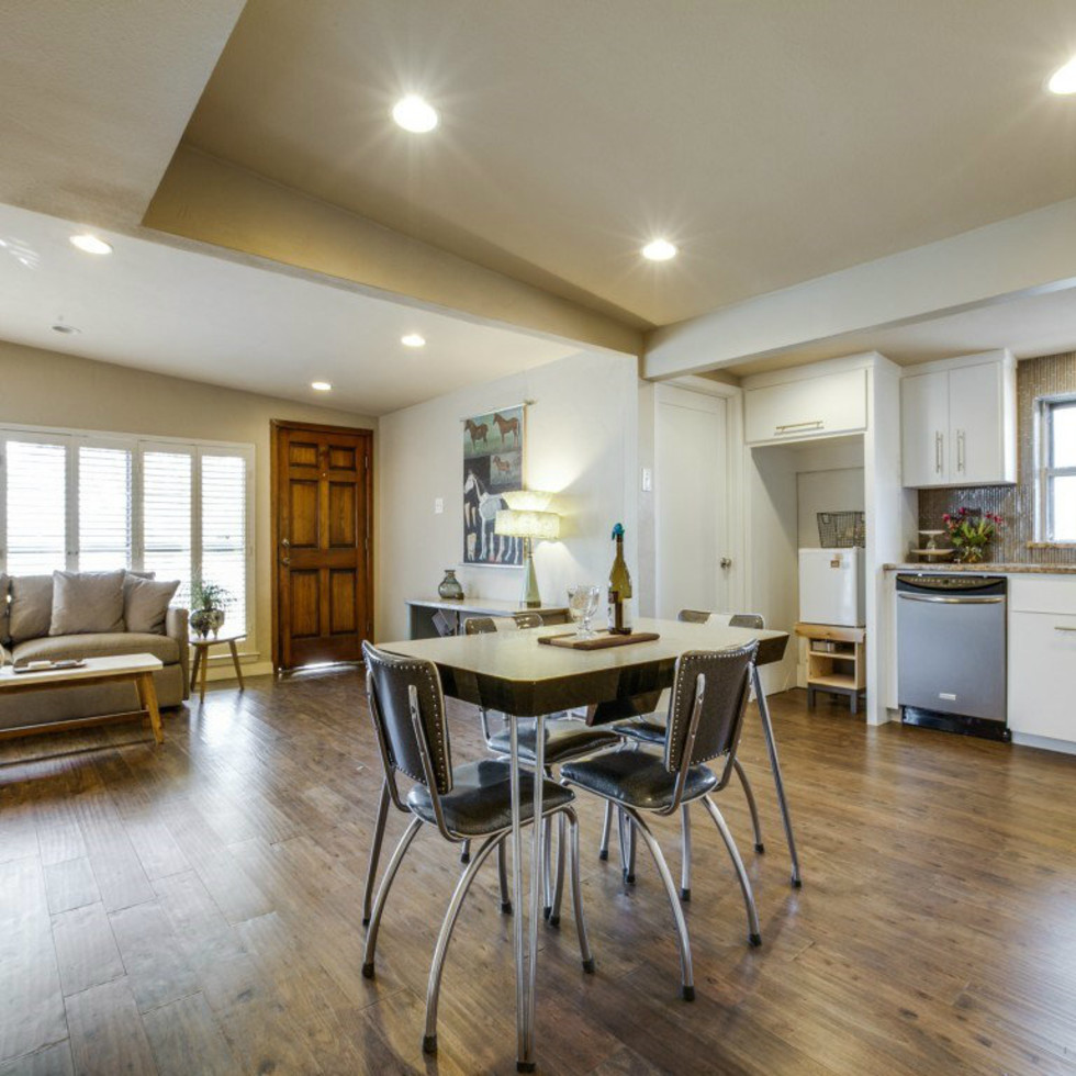 Dallas, home for sale, living room, 936 peavy road
