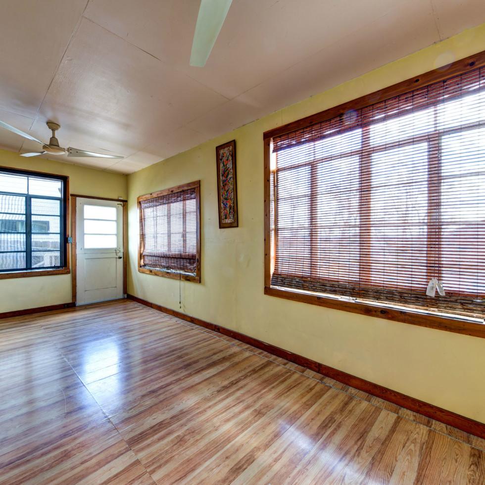 Austin home house 2105 E 9th St 78702 January 2016 room