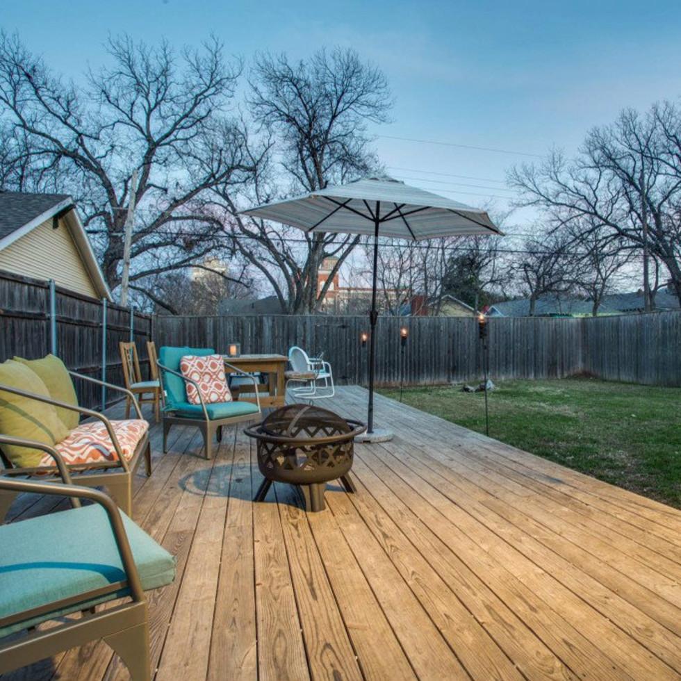 118 N. Winnetka backyard