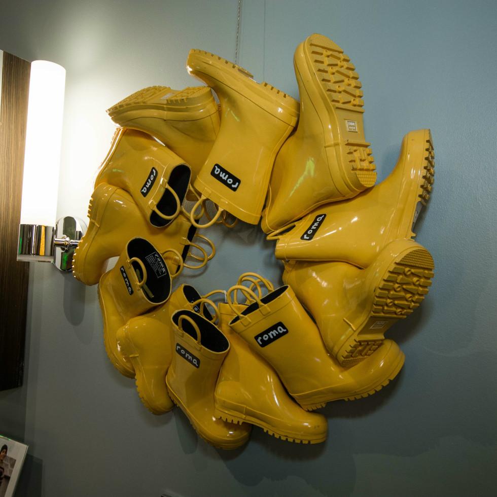 Roma Boots wreath
