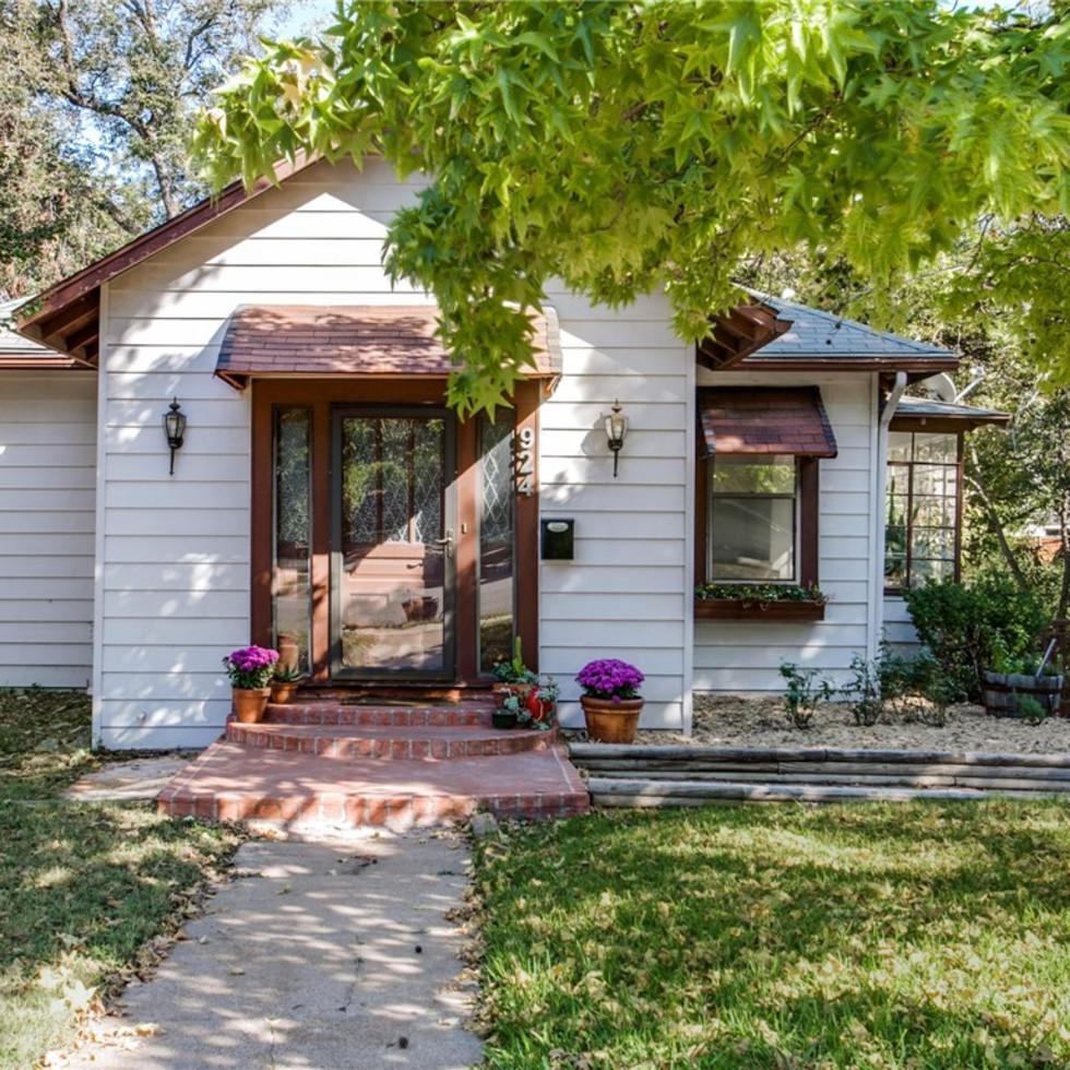 924 Lausanne Avenue Dallas home for sale exterior