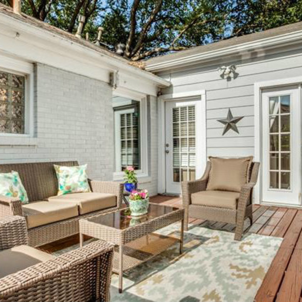 Deck at 6051 Penrose Ave. in Dallas