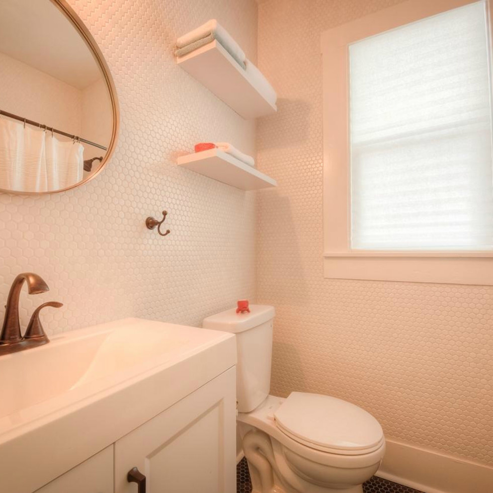 1122 Gunter St 78702 East Austin house bathroom 2015
