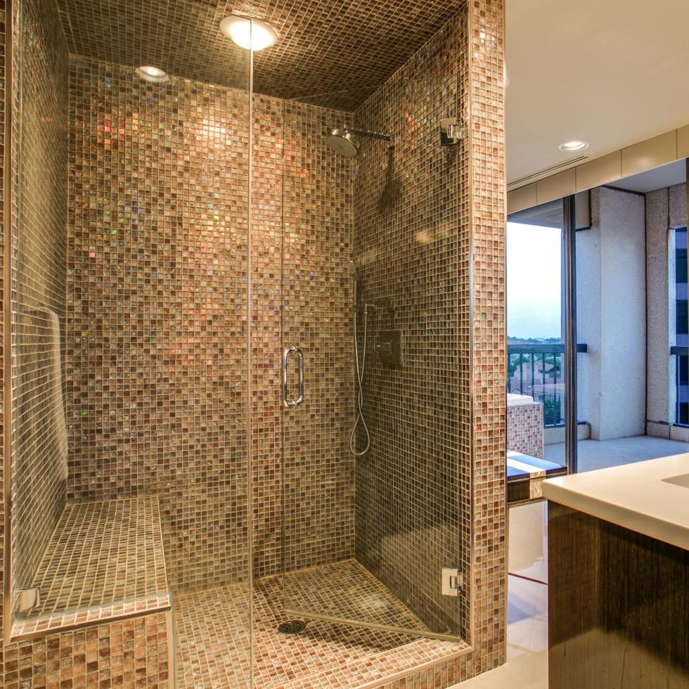 Shower at 3831 Turtle Creek Blvd. in Dallas