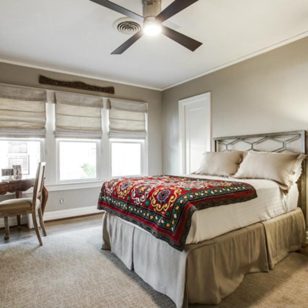 Bedroom at 811 Monte Vista Dr. in Dallas
