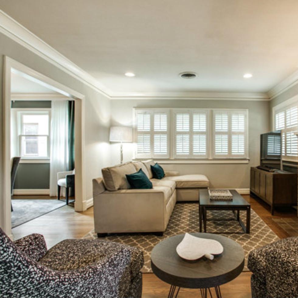 Living room at 811 Monte Vista Dr. in Dallas