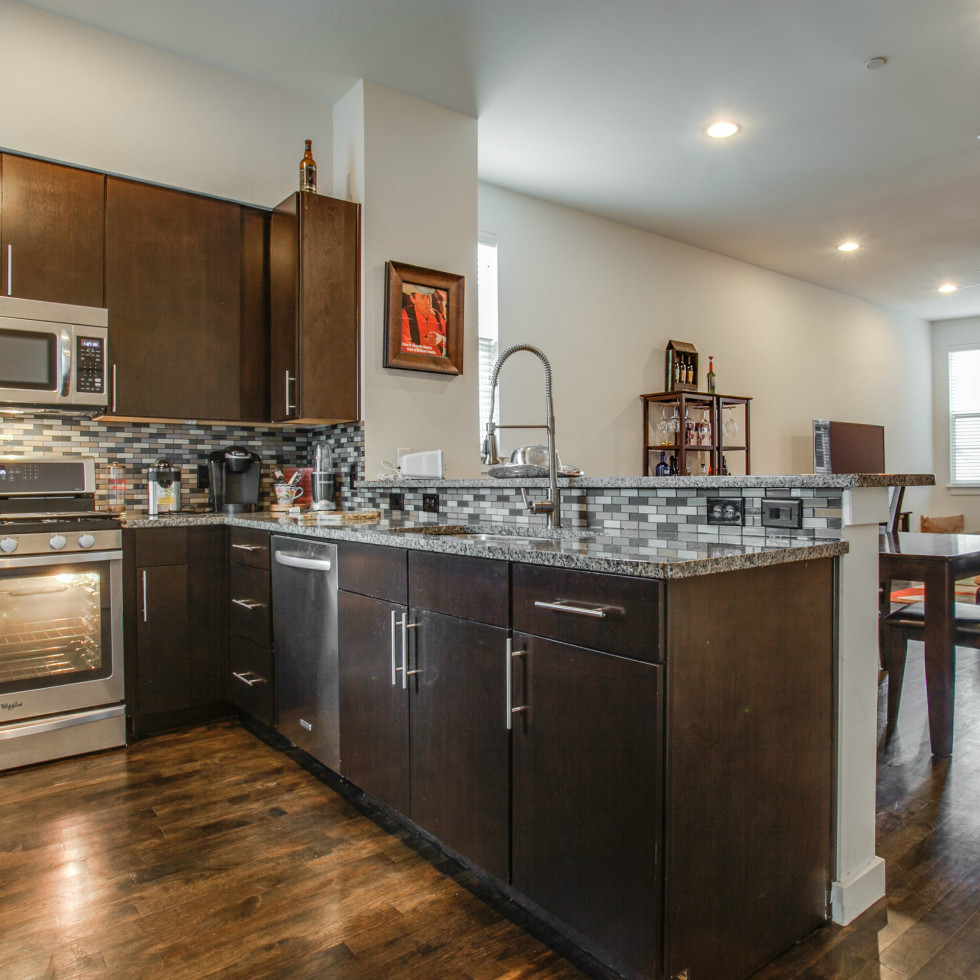 3200 Ross Ave in Dallas kitchen 2