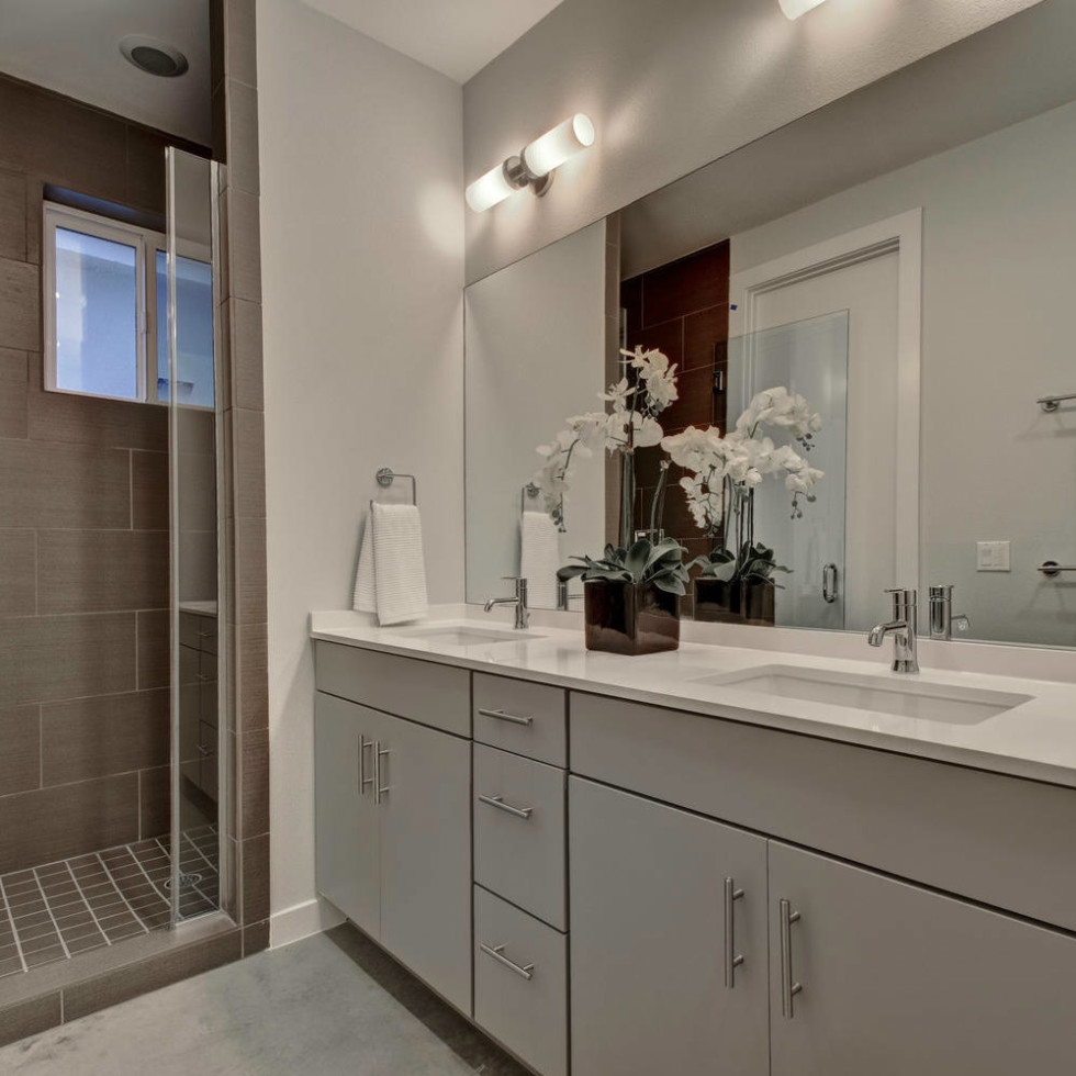 Honeysuckle bathroom