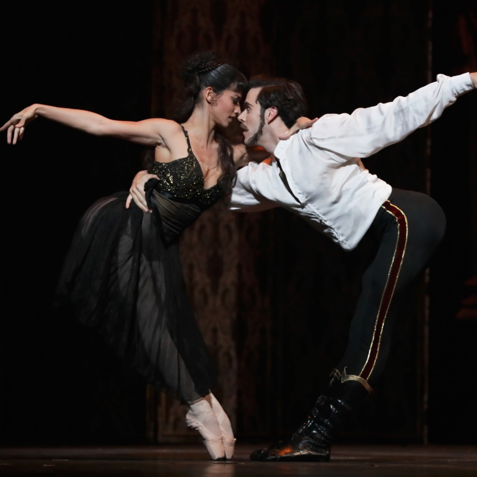 Karina Gonzalez as Baroness Mary Vetsera and Connor Walsh as Prince Rudolf in Houston Ballet Mayerling