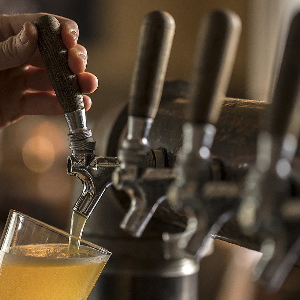 Beer pour taps