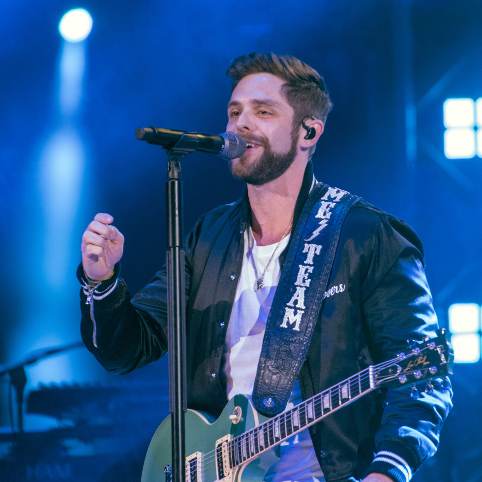 thomas rhett guitar singing Rodeo