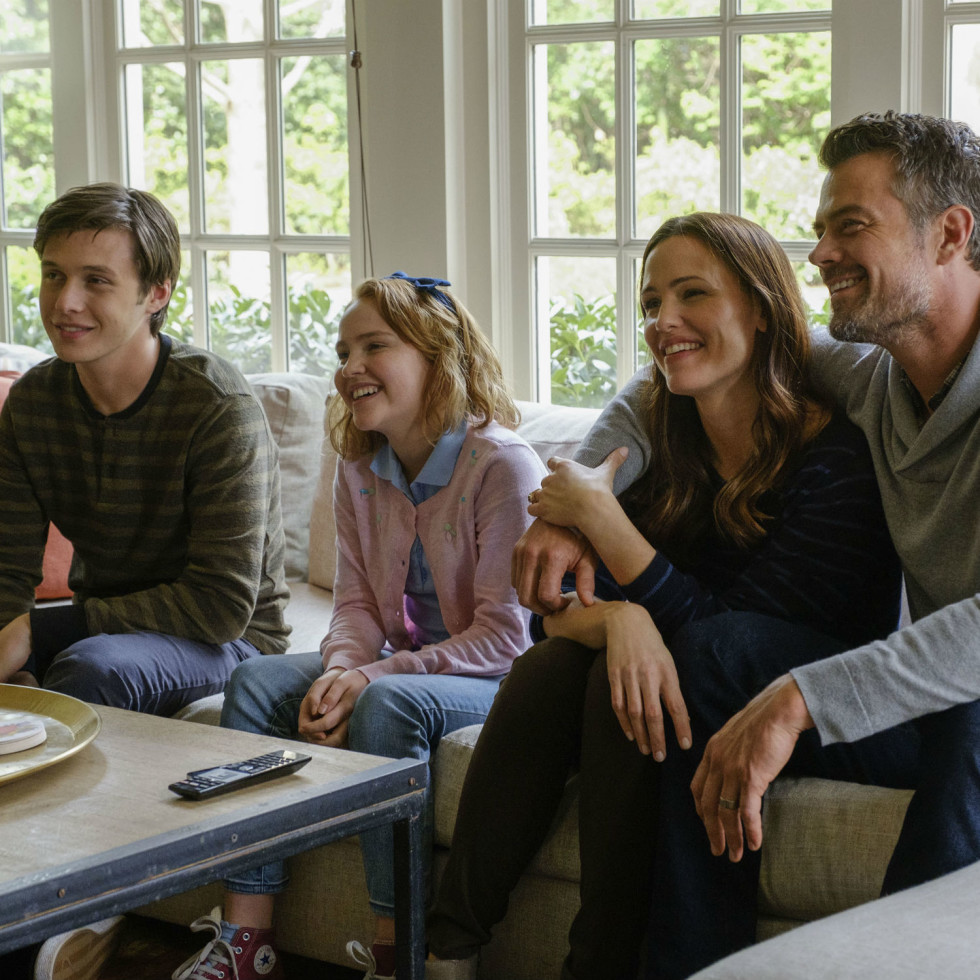 Nick Robinson, Talitha Bateman, Jennifer Garner, and Josh Duhamel in Love, Simon