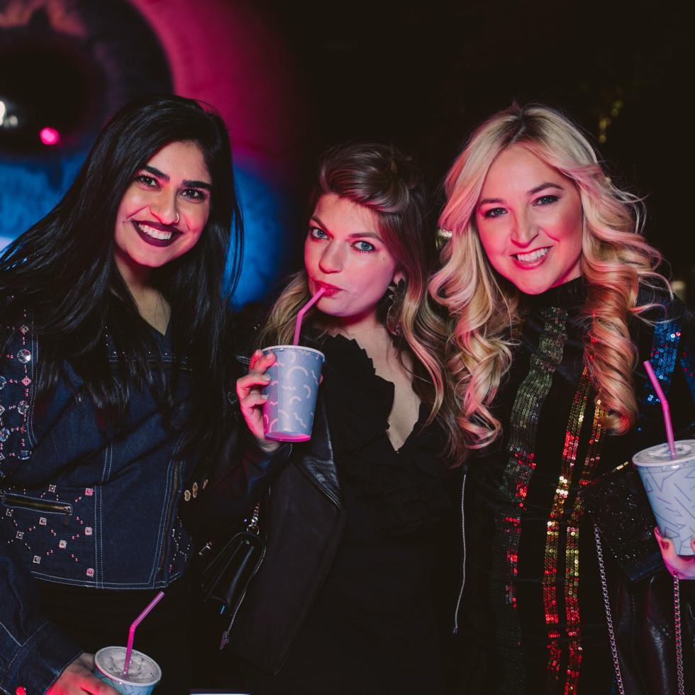 Krystal Sarna, Rachel Scoggins, Vodi Cook