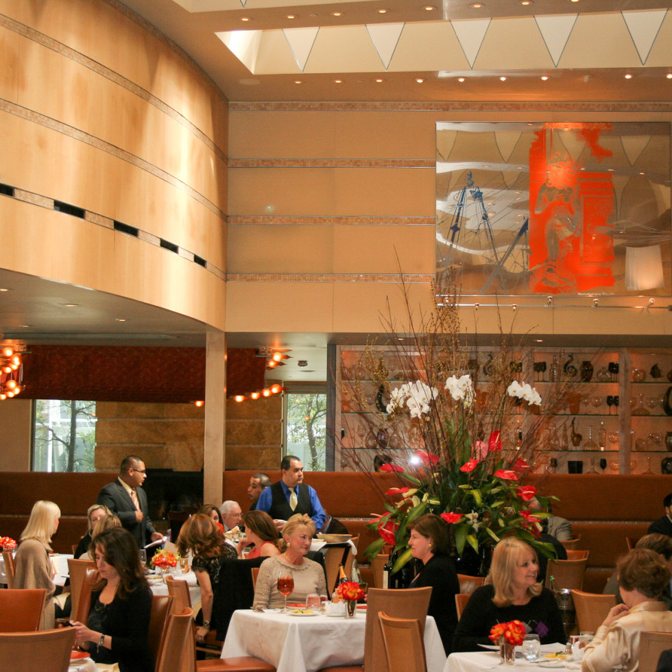 Places_Food_Tony's_interior