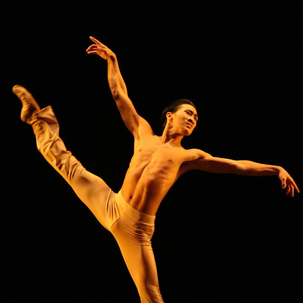 News_Nancy_fashion_dance_Houston Ballet_Clear_Jim Nowakowski