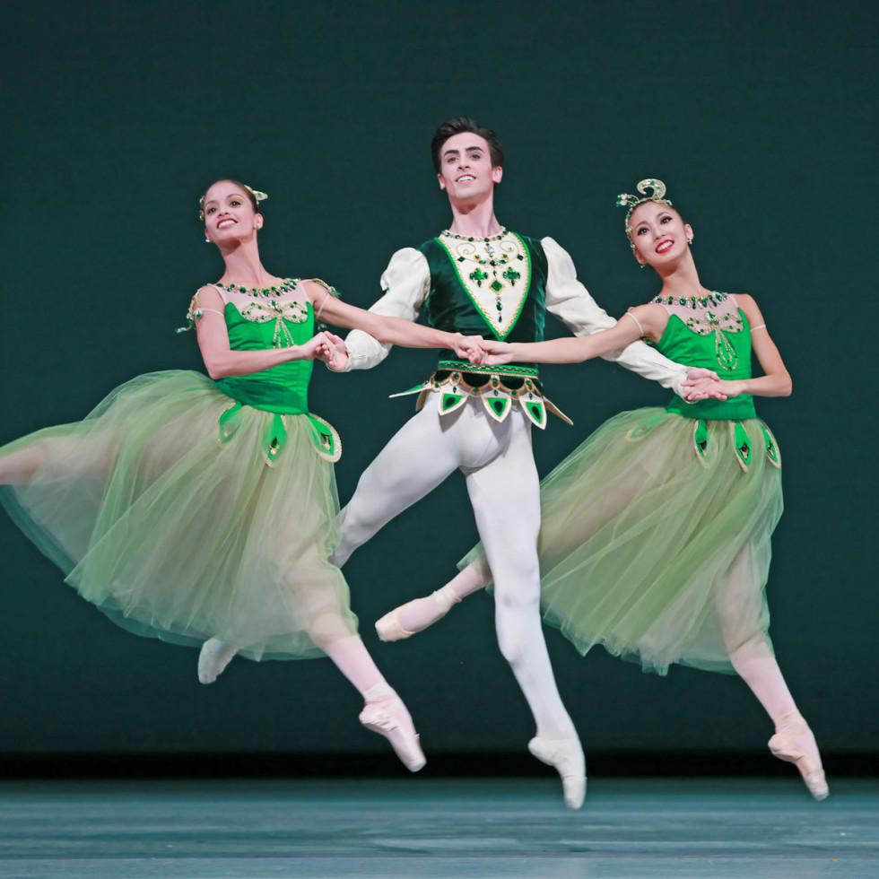News_Nancy_fashion_dance_Houston Ballet_Emeralds_section from Jewels_Karina Gonzalez_Joseph Walsh_Nozomi Iijima
