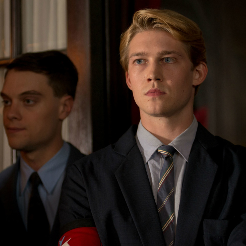 Joe Alwyn in Operation Finale