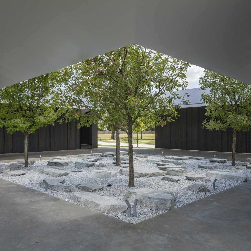 Menil Drawing Institute courtyard