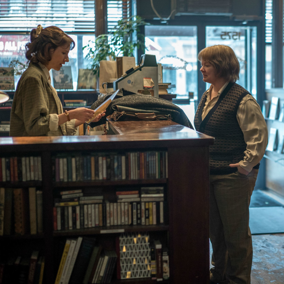Dolly Wells and Melissa McCarthy in Can You Ever Forgive Me?